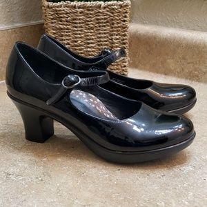 Dansko Bett Black Patent Mary Jane Shoes